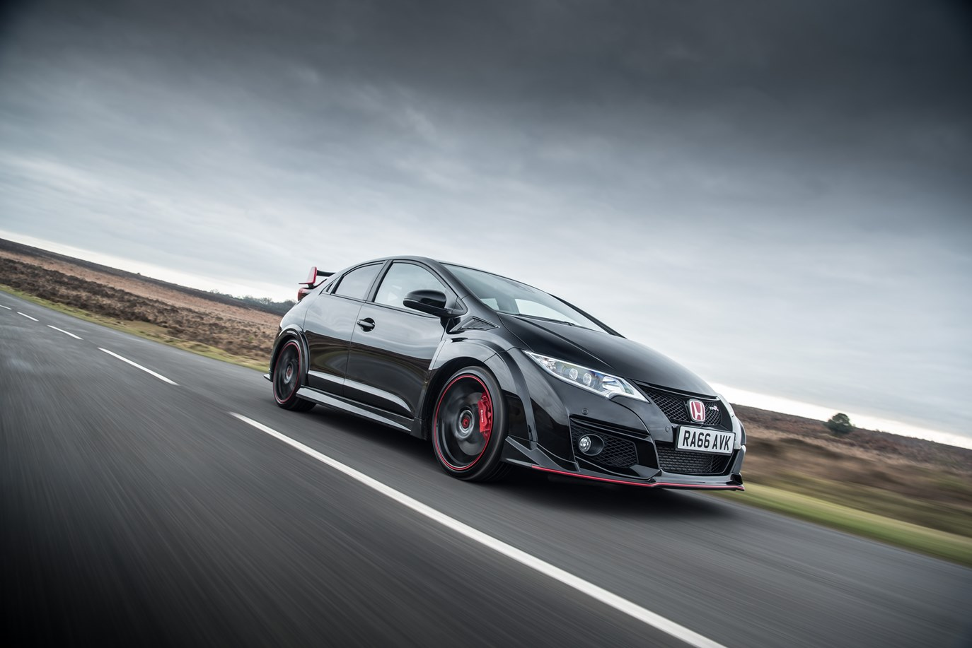 100994 Honda Civic Type R Black Edition