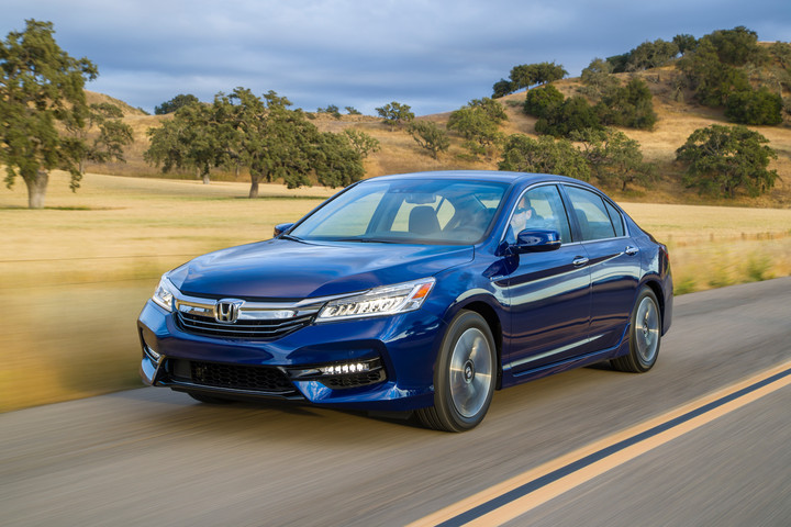 2017 Honda Accord Hybrid   33