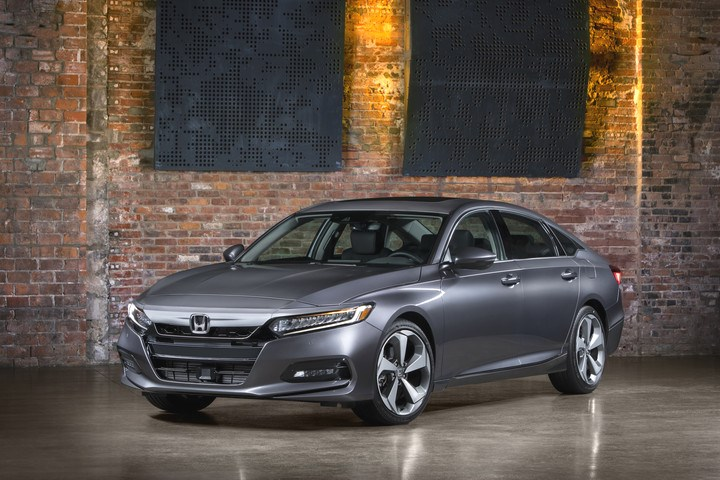10   2018 Honda Accord Touring 2