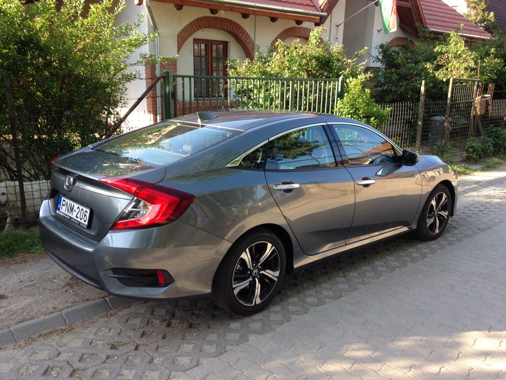 Honda Civic Sedan 1.5 Turbo teszt | Royal Motor | www.hondanet.hu