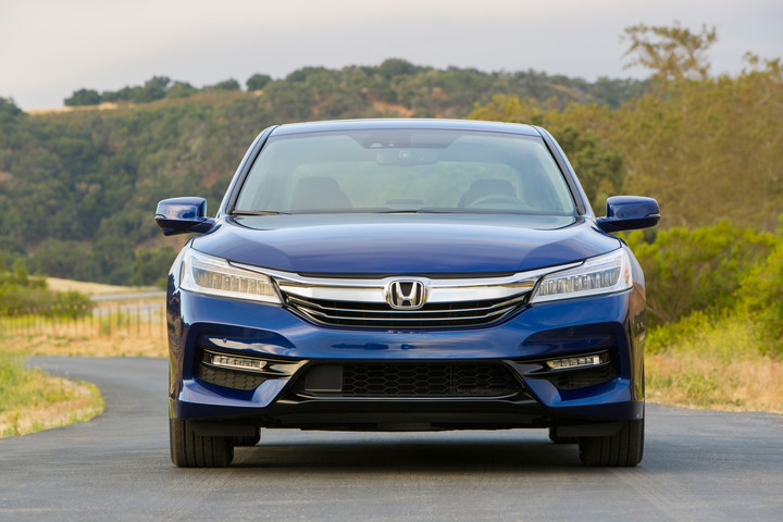 2017 Honda Accord Hybrid   13