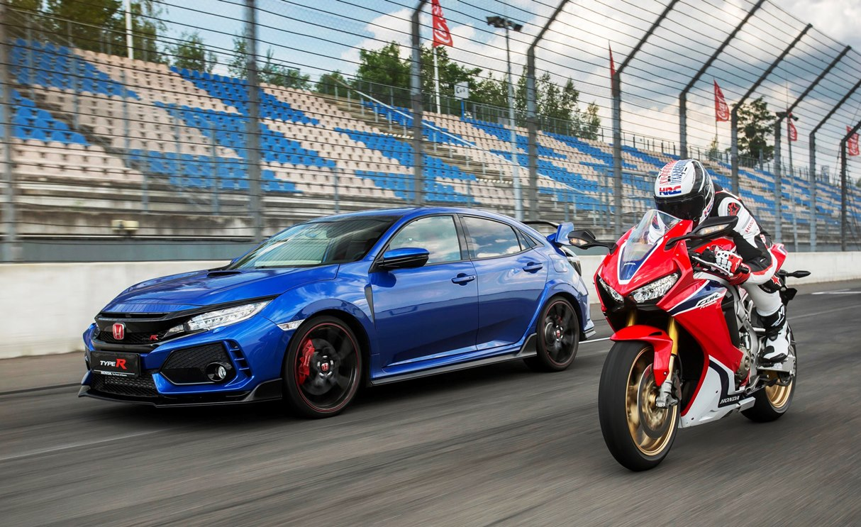 115061 HONDA CELEBRATES 25 YEARS OF TYPE R AND FIREBLADE